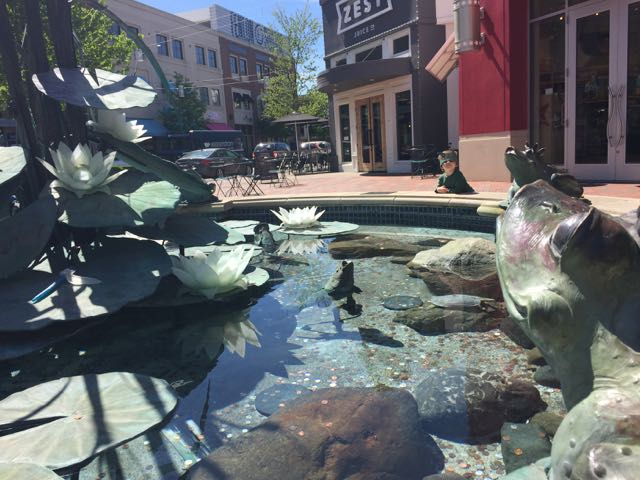 photo of the frog fountain at Easton Town Center, Columbus, Ohio