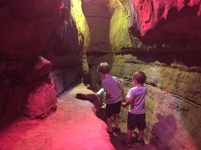 kids walking through the Olentangy Indian Caverns