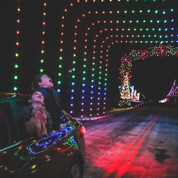 12 Drive Through Christmas Lights Displays Near Columbus Ohio