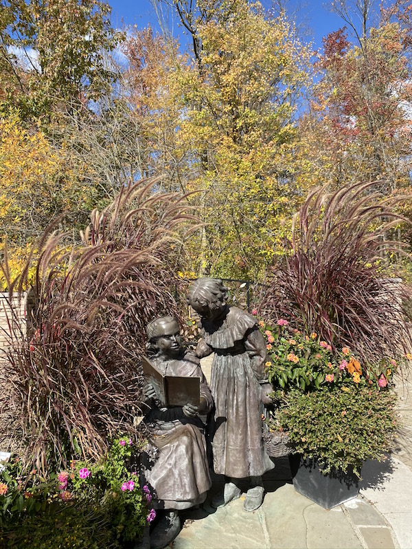 Statue of The Sisters in Inniswood Metro Gardens
